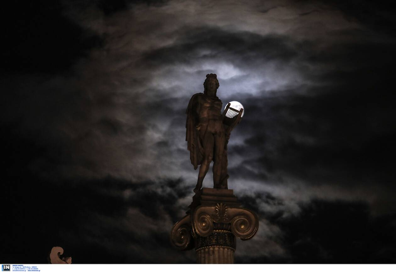 https://cdn.cnngreece.gr/media/news/2020/11/30/245026/photos/snapshot/moon-1.jpg