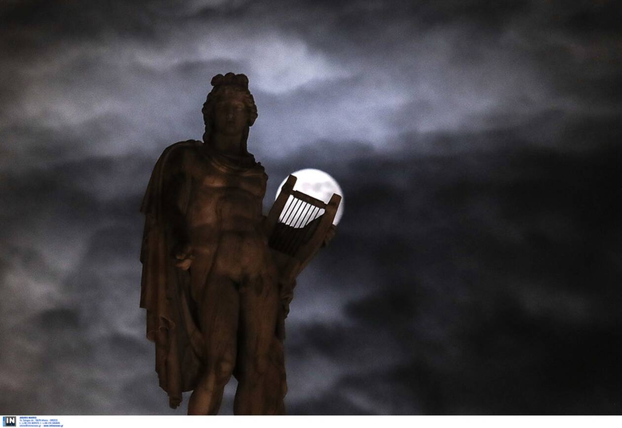 https://cdn.cnngreece.gr/media/news/2020/11/30/245026/photos/snapshot/moon-2.jpg