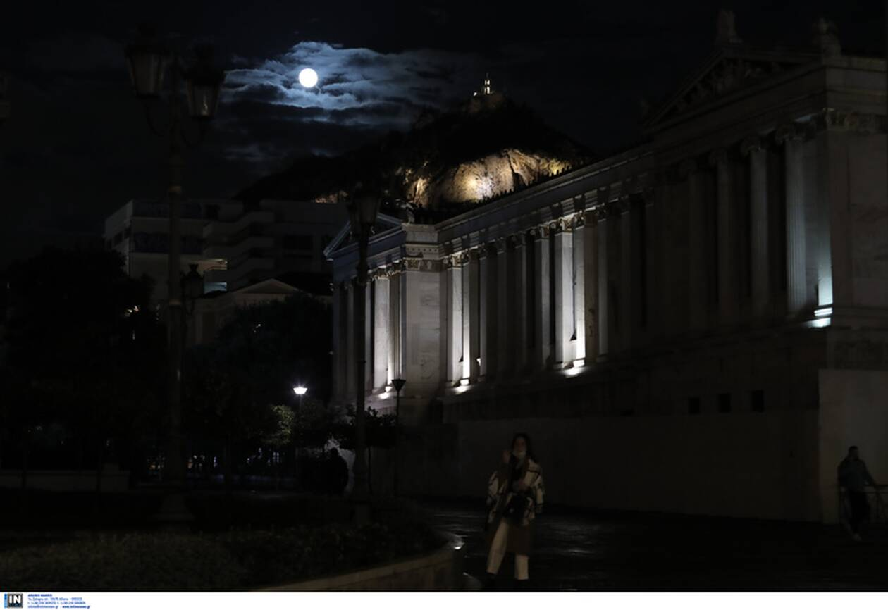 https://cdn.cnngreece.gr/media/news/2020/11/30/245026/photos/snapshot/moon-4.jpg