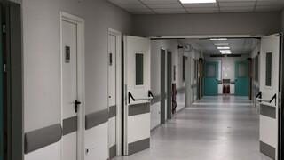 Κορωνοϊός – ΠΟΕΔΗΝ: Σε κίνδυνο ασθενείς και γιατροί στο νοσοκομείο Καρδίτσας