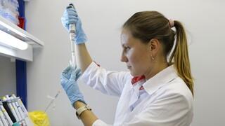 Κορωνοϊός - FT: Σχεδόν απίθανο να ξεκινήσει πριν τον Ιανουάριο η διανομή εμβολίων στην ΕΕ