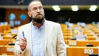 Σάλος στις Βρυξέλλες: Τι είπε ο ευρωβουλευτής που συμμετείχε στο ερωτικό πάρτι
