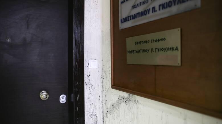 Θεσσαλονίκη: Πέταξαν μπογιές και τρικάκια στο γραφείο του Γκιουλέκα