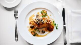 Γράφει ιστορία η Σιγκαπούρη: Εγκρίθηκε για πρώτη φορά παγκοσμίως η πώληση τεχνητού κρέατος
