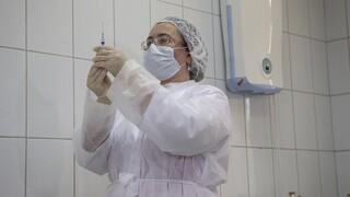 Κορωνοϊός: Ξεκίνησαν οι εμβολιασμοί με το Sputnik V στη Ρωσία