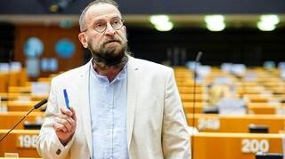 Ουγγαρία: Παρελθόν και από το κυβερνών κόμμα ο ευρωβουλευτής που συμμετείχε σε ερωτικό πάρτι