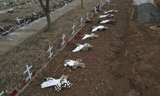 Συγκλονιστικές εικόνες στη Θεσσαλονίκη: Ανοίγουν τάφους για θύματα του κορωνοϊού