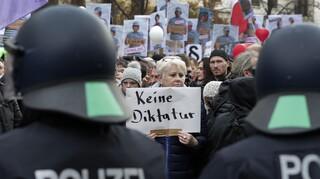 Κορωνοϊός – Γερμανία: Οι αστυνομικοί προειδοποιούν ότι δεν φτάνουν για να φυλάξουν το εμβόλιο