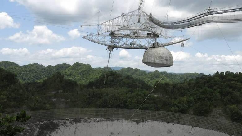 Η στιγμή της κατάρρευσης του τεράστιου ραδιοτηλεσκόπιου του Αρεσίμπο