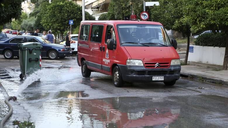 Κακοκαιρία στην Αττική: Προβλήματα στα νότια προάστια - Διεκόπη η κυκλοφορία στην Πειραιώς