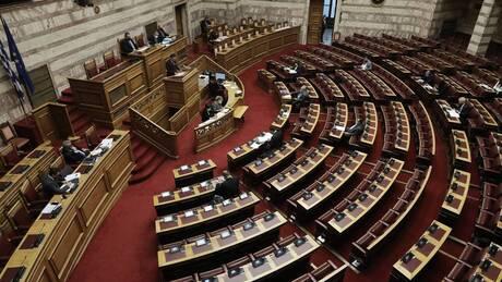 Κοινοβουλευτικές πηγές ΣΥΡΙΖΑ: Η κυβέρνηση αδιαφορεί για όσους είναι στην πρώτη γραμμή της πανδημίας