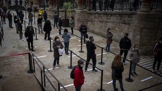 Κορωνοϊός: Διστακτικοί απέναντι στο νέο εμβόλιο δύο στους τρεις Ισπανούς