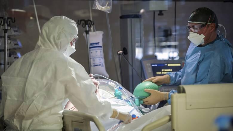 Κορωνοϊός: Εξακολουθεί η πίεση στο ΕΣΥ με 612 διασωληνωμένους - 98 θάνατοι και 1.667 κρούσματα