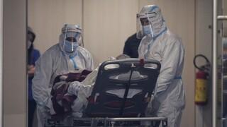 Κορωνοϊός: Επιβραδύνεται ο ρυθμός διασποράς, αλλά οι ΜΕΘ ασφυκτιούν