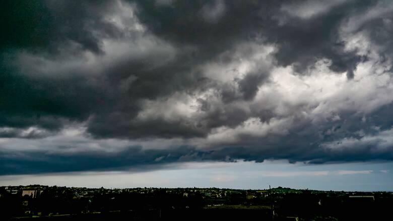 Καιρός: Βροχές και μικρή άνοδος θερμοκρασίας το Σάββατο