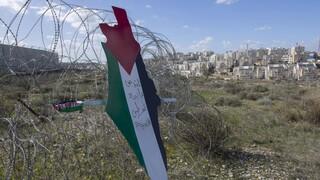 Εκατοντάδες άνθρωποι στην κηδεία 13χρονου Παλαιστίνιου που σκοτώθηκε από ισραηλινά πυρά