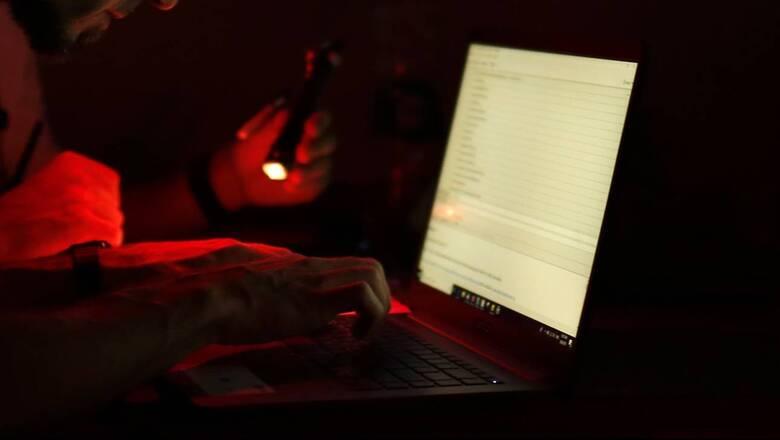 Η αντιπολίτευση ζητάει απαγόρευση ιστοσελίδων εκδικητικής πορνογραφίας