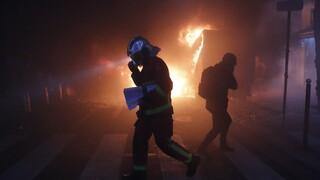 Χάος στο Παρίσι: Δακρυγόνα και φωτιές σε συγκρούσεις αστυνομίας - διαδηλωτών