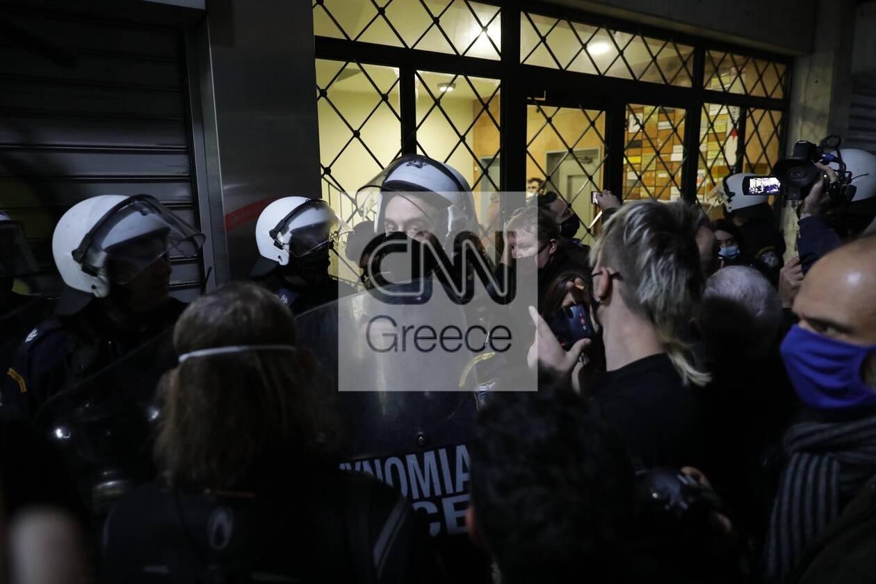 https://cdn.cnngreece.gr/media/news/2020/12/06/245774/photos/snapshot/astynomia-stoa-5.jpg
