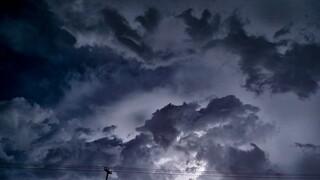 Καιρός: Ψυχρό μέτωπο θα σαρώσει τη χώρα – Πού θα είναι έντονα τα φαινόμενα