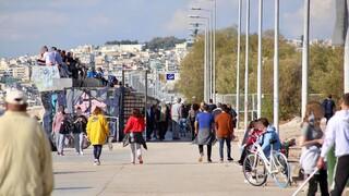 Κορωνοϊός - «Μετακίνηση 6»: Εικόνες συνωστισμού στην παραλία του Παλαιού Φαλήρου