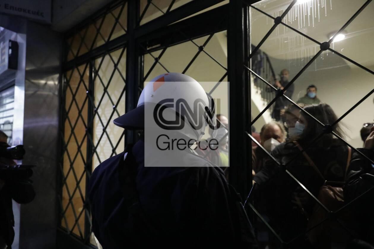 https://cdn.cnngreece.gr/media/news/2020/12/06/245792/photos/snapshot/astynomia-stoa-2.jpg