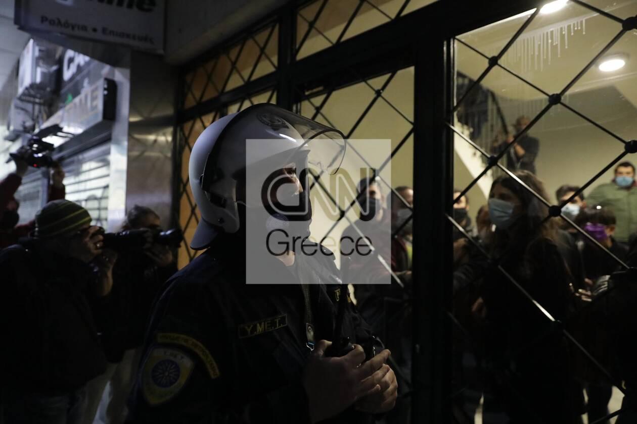 https://cdn.cnngreece.gr/media/news/2020/12/06/245792/photos/snapshot/astynomia-stoa-3.jpg