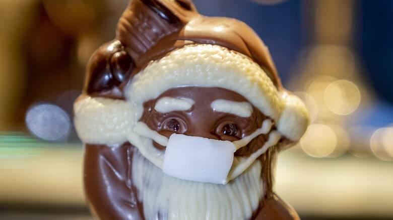 Κορωνοϊός: Η αργή πτώση των κρουσμάτων φέρνει «μοναχικά» Χριστούγεννα
