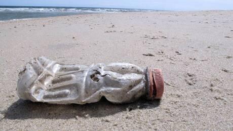 Τα πλαστικά «πνίγουν» τη Μεσόγειο Θάλασσα