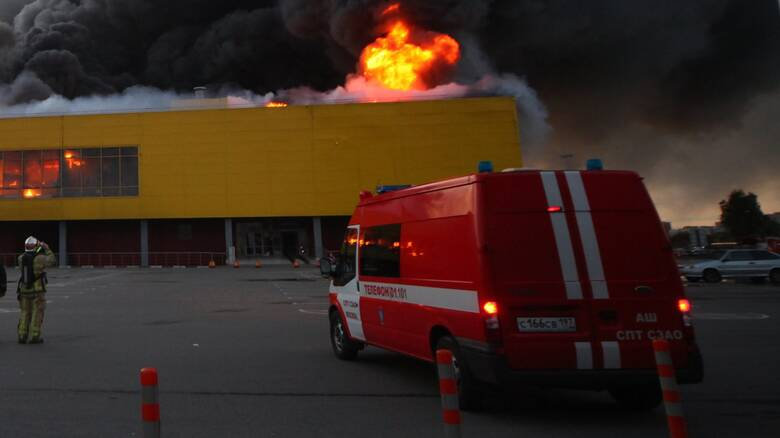 Ρωσία: Στις φλόγες 25οροφη πολυκατοικία - Απομακρύνονται οι ένοικοι