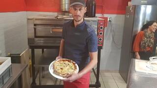 Γάλλος σεφ κατέρριψε ρεκόρ Γκίνες φτιάχνοντας πίτσα με 254 τυριά