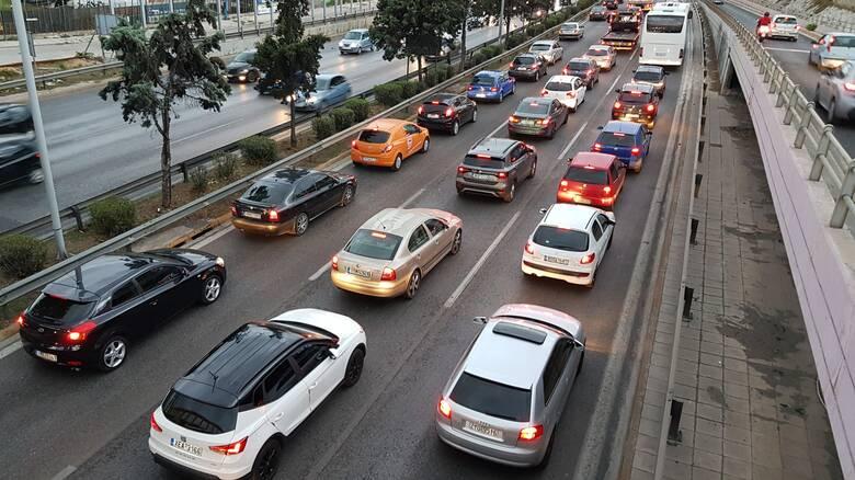 Αυξημένη κίνηση στους δρόμους της Αθήνας - Σύγκρουση οχημάτων στη Λ. Αθηνών