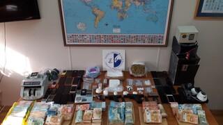 Πώς δρούσε η σπείρα εμπορίας ναρκωτικών που εξαρθρώθηκε από τις Αρχές