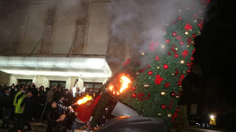 Αλβανία: Οργή και διαδηλώσεις για τον θανάσιμο πυροβολισμό 25χρονου από αστυνομικό