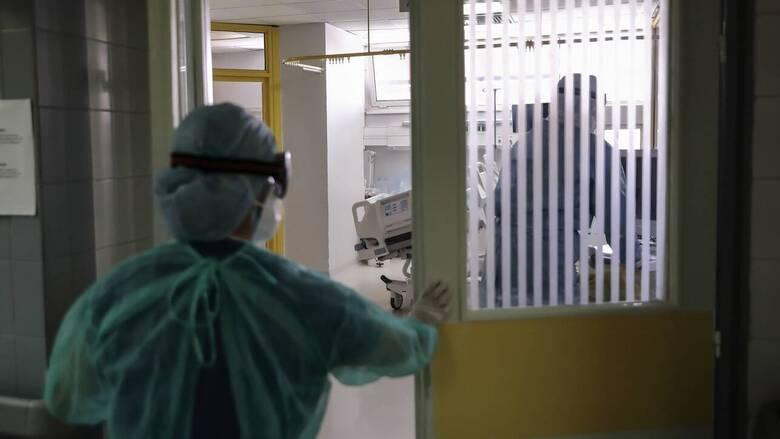 «Δεν είναι απλά ότι ξεψυχάει ο ασθενής, σε παρακαλάει»: Συγκλονίζει γιατρός του νοσ. Γιαννιτσών