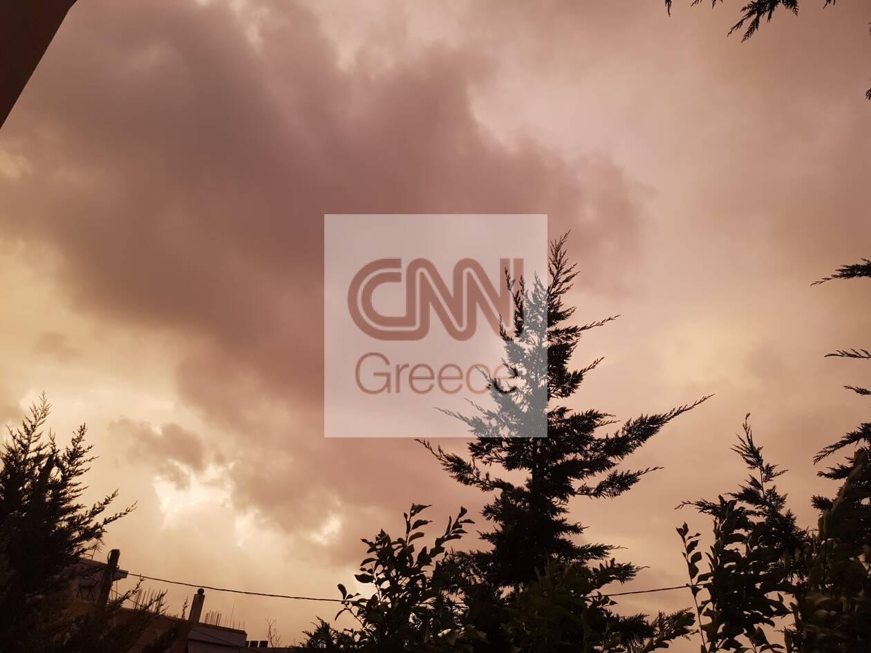 https://cdn.cnngreece.gr/media/news/2020/12/10/246289/photos/snapshot/kokkinos-oyranos-athina-1.jpg