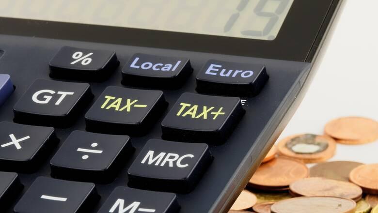 Φόροι: Ποιοι πληρώνονται κανονικά και ποιοι όχι λόγω κορωνοϊού