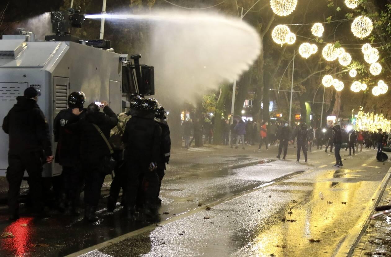 https://cdn.cnngreece.gr/media/news/2020/12/10/246387/photos/snapshot/alvania-7.jpg