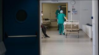 Έρευνα: Επτά φορές πιο ευάλωτοι απέναντι στον κορωνοϊό γιατροί και νοσηλευτές