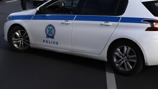 Lockdown - Βόλος: Βαριά «καμπάνα» σε 24χρονο που κούρευε σε πυλωτή πολυκατοικίας