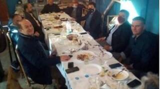 Κορωνοϊός - Πύργος: Οργή για τραπέζωμα 12 ατόμων με τη συμμετοχή δημάρχου και αντιδημάρχου