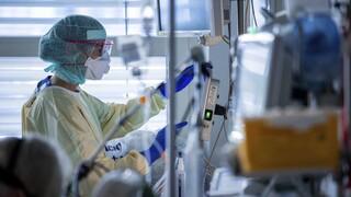 Κορωνοϊός - ΠΟΕΔΗΝ: Να αναγνωριστεί ο θάνατος υγειονομικών ως εργατικό ατυχημα