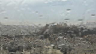 Καιρός: Βροχές, καταιγίδες και ισχυροί άνεμοι - Πού «χτυπούν» τα έντονα καιρικά φαινόμενα