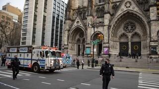 ΗΠΑ: Ένοπλος άνοιξε πυρ έξω από τον καθεδρικό ναό του Μανχάταν