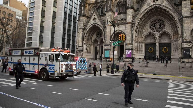 Νεκρός άνδρας που άνοιξε πυρ έξω από καθεδρικό ναό στη Νέα Υόρκη