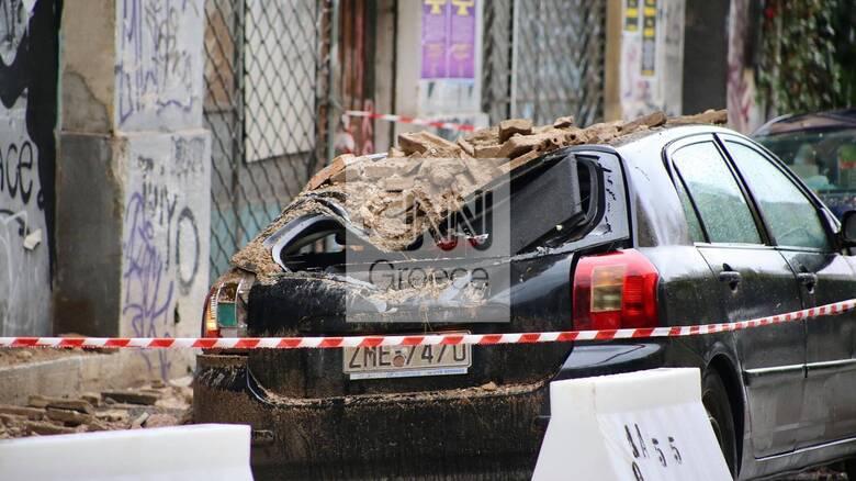Κακοκαιρία στην Αττική: Κατέρρευσε στέγη κτηρίου στο Μεταξουργείο