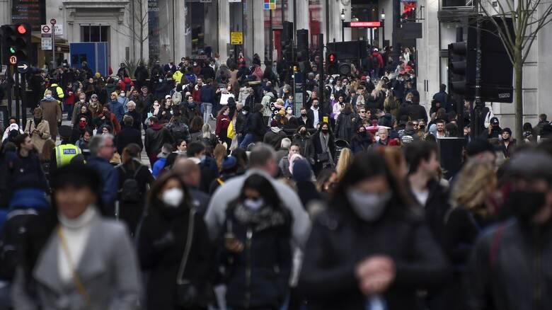 Στους δρόμους ξεχύθηκαν οι πολίτες σε Λονδίνο - Βερολίνο λίγες ώρες πριν το lockdown