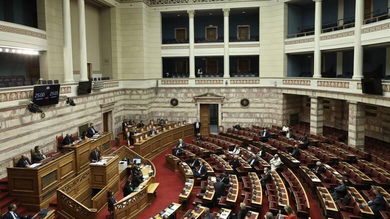 Βουλή: Υπερψηφίστηκε ο προϋπολογισμός του 2021 - Προηγήθηκε κόντρα σε υψηλούς τόνους