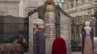 Βατικανό: Αντιδράσεις για την... περίεργη φάτνη στη πλατεία του Αγίου Πέτρου