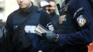 Κρήτη- Κορωνοϊός: Ιδιοκτήτης καφενείου «έσπασε» το lockdown και έστησε... μπαρμπούτι με φίλους του